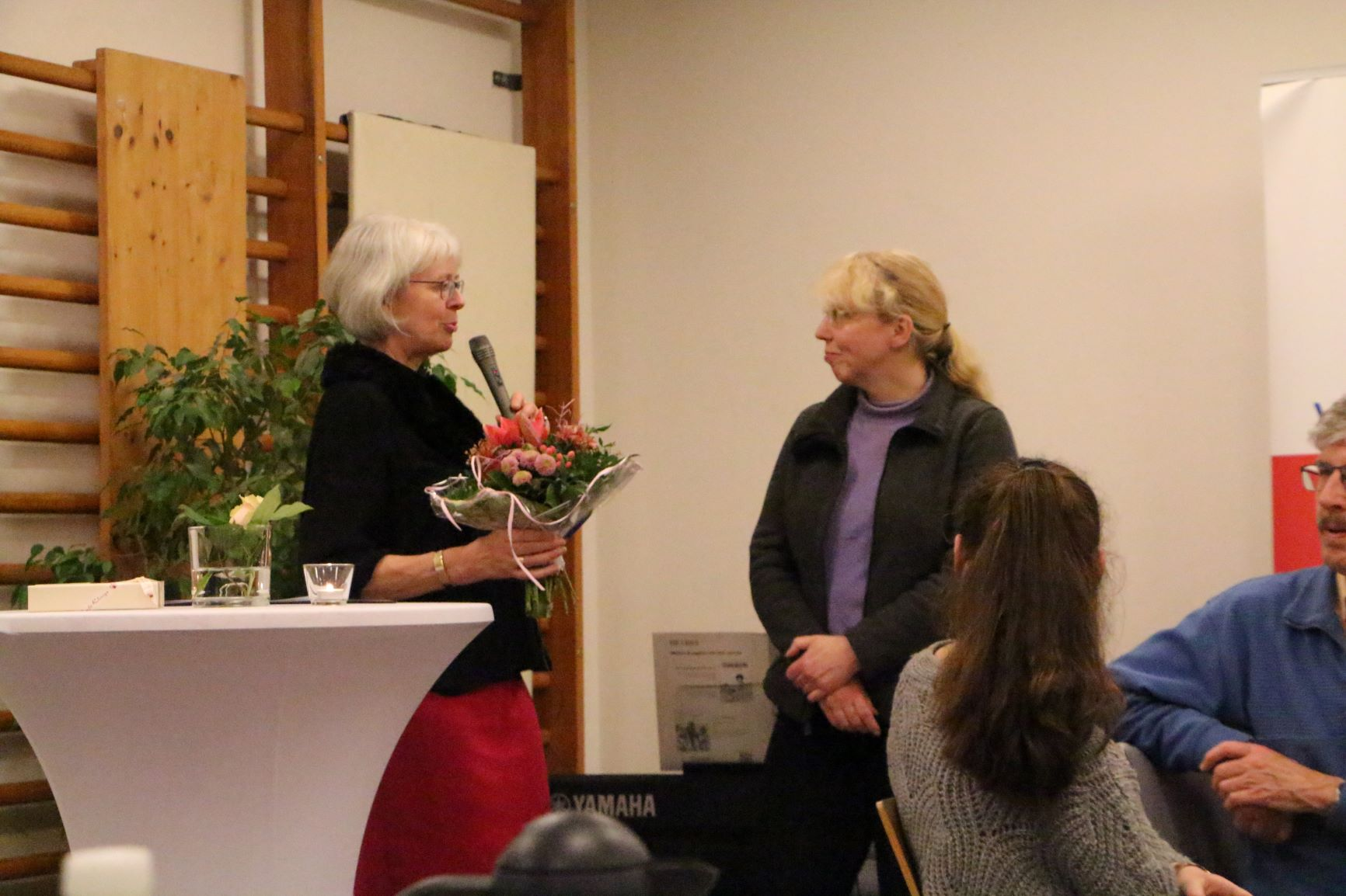 Kreispfarrerin Ulrike Hoffmann und Frau Insa Meier
